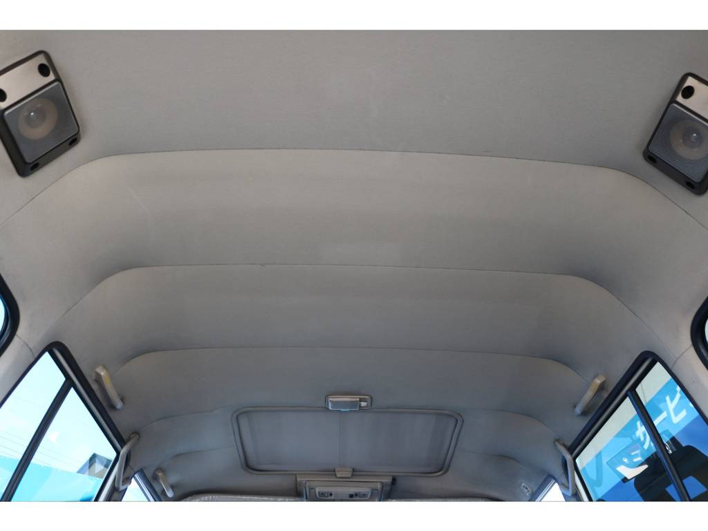 キレイな天張りです★中古車ではたま~に天張りがヤニ汚れで真っ黒なんて車もありますので、中古車選びでは重要なチェックポイントです♪