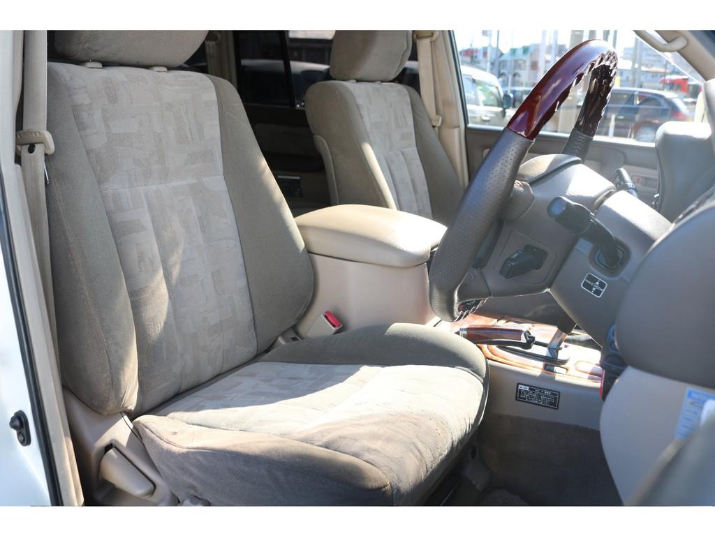 1番乗り降りする運転席シートですが、ご覧の通りキレイな状態です!今まで丁寧に使用されてきた事でしょう★追加でシートカバー等の取付も大歓迎です♪
