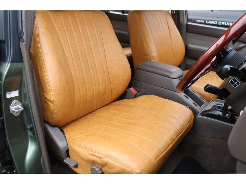 全席に新品キャメルクラシックシートカバーを取付しました!縦のステッチラインがこれまた素敵です!クラシックな雰囲気の車両にはピッタリのシートカバーです♪