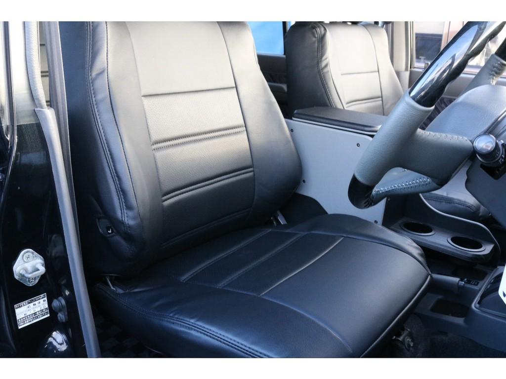 フロントシートです!全席に新品シートカバーを取付しましたので、もし飲み物をこぼしてしまっても拭き取りが簡単です★機能面だけではなく、車内の雰囲気もバッチリ♪