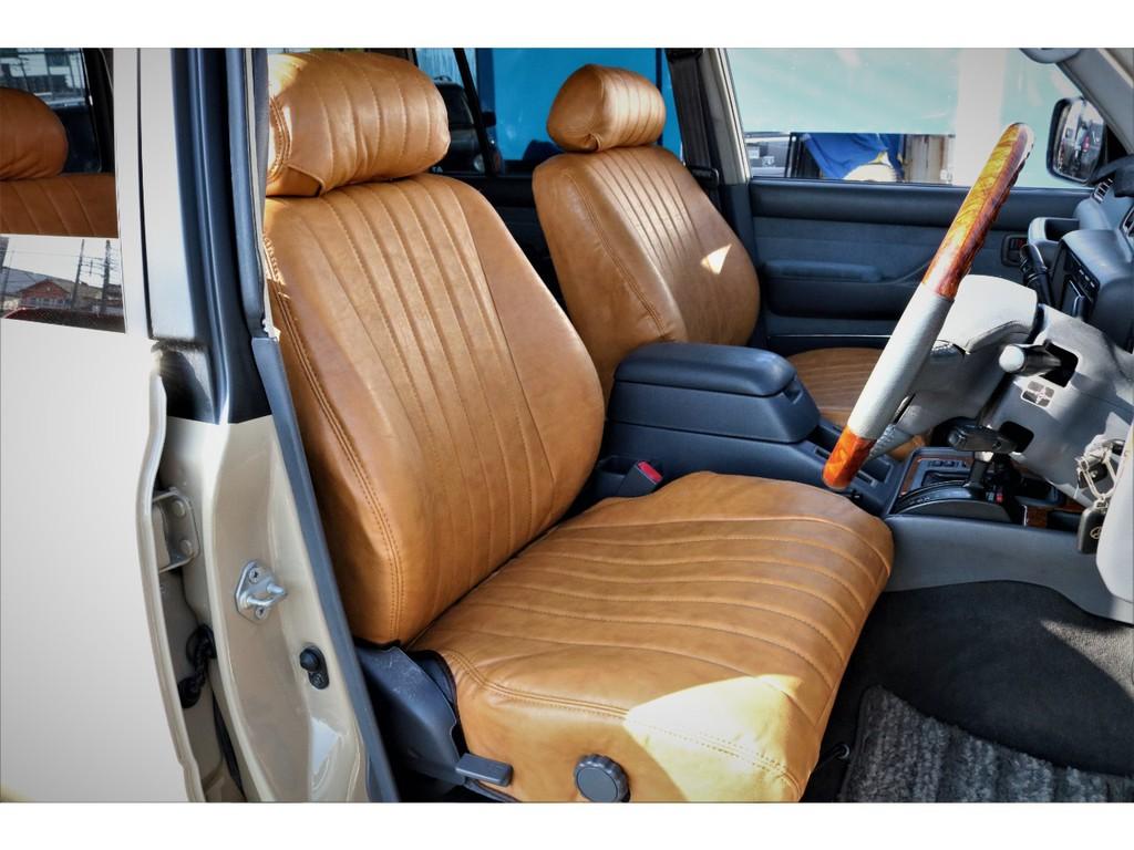 全席に新品キャメルクラシックシートカバーを取付しました★縦のステッチラインがこれまた素敵です!クラシックな雰囲気の車両にはピッタリのシートカバーです♪