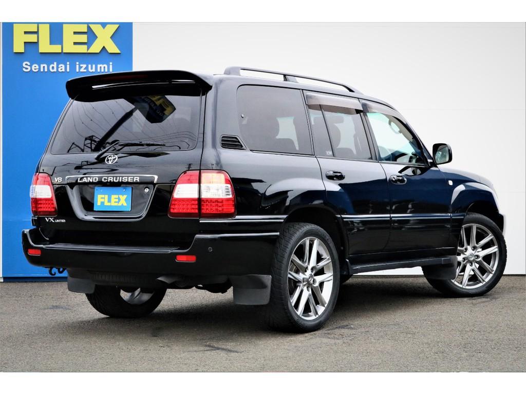特別仕様車専用カラーとなる、とても高級感ある純正ブラックカラー!腰下は本来グレーカラーですが、同色ペイント済み!LXルックの22インチ大径アルミホイールが映えます♪