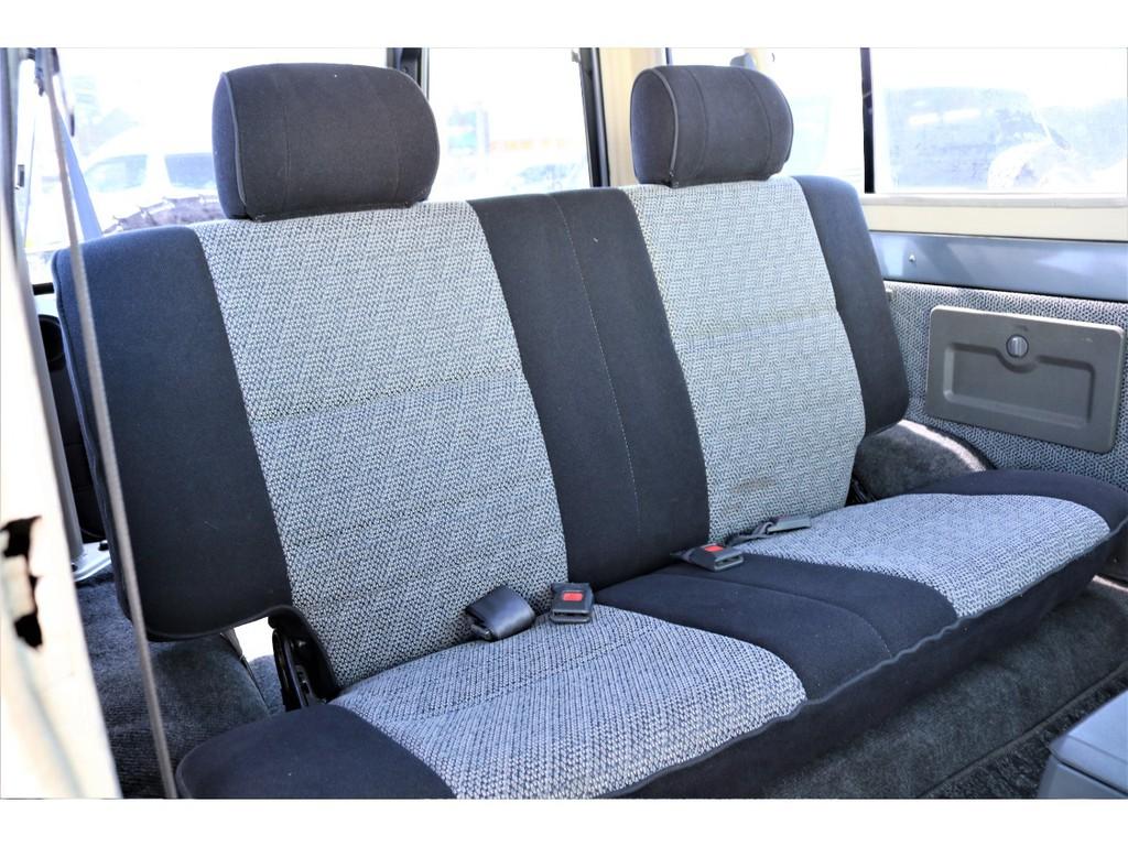 セカンドシートは使用感も少なく、コンディションは良好です♪