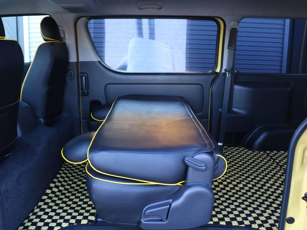 セカンドシートは折りたたみが可能です! | トヨタ ハイエースバン 2.0 スーパーGL ロング 特設カラー イエロー 千葉北店元試乗車