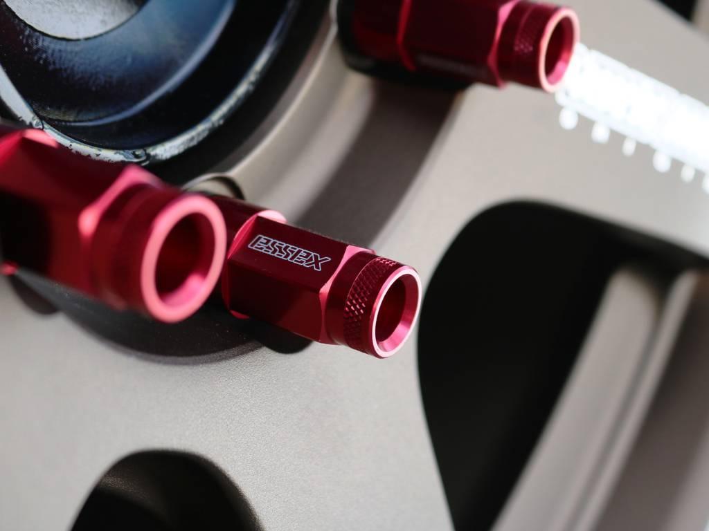 エセックス 2ピースシェルナット!足元も良い雰囲気で仕上がっております♪ | トヨタ ハイエースバン 2.0 DX ロング 5MT スポーツカスタムパッケージ