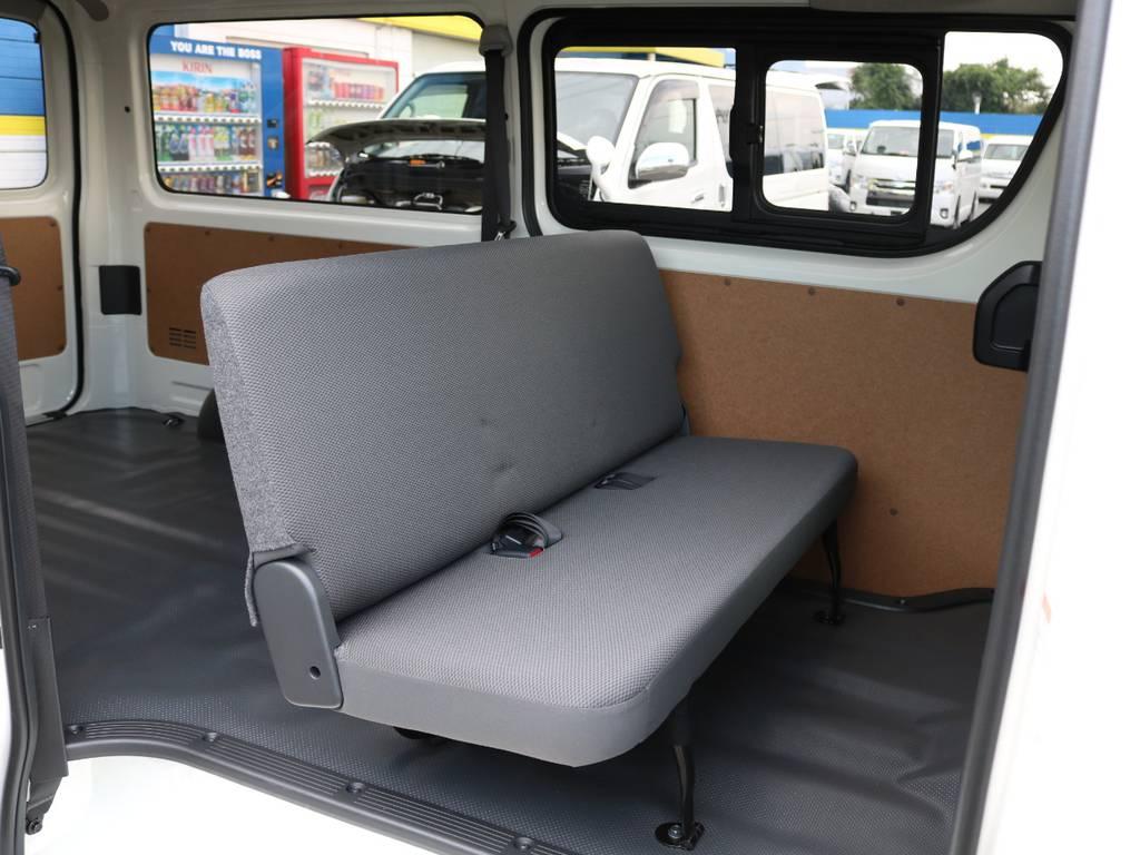 セカンドシートの状態です。セカンドシートは折り畳んで収納することが可能です! | トヨタ ハイエースバン 2.0 DX ロング 5MT スポーツカスタムパッケージ