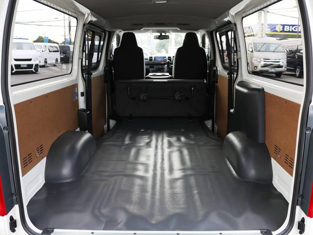 お仕事にもガシガシお使い頂ける、広々としたラッゲジスペース! | トヨタ ハイエースバン 2.0 DX ロング 5MT スポーツカスタムパッケージ