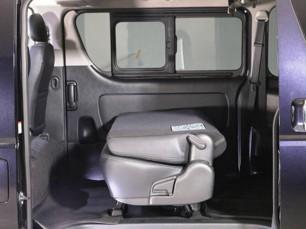 セカンドシートは折り畳むことが可能です! | トヨタ ハイエースバン 2.0 スーパーGL ダークプライム ロングボディ 内外装ライトカスタム