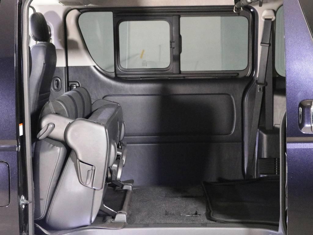 跳ね上げ収納で荷室をさらに広く確保できます♪ | トヨタ ハイエースバン 2.0 スーパーGL ダークプライム ロングボディ 内外装ライトカスタム