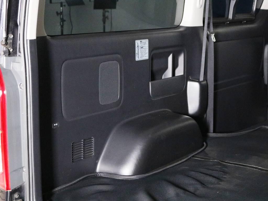 助手席側荷室トリムの状態! | トヨタ ハイエースバン 2.0 スーパーGL ダークプライム ロングボディ 内外装ライトカスタム