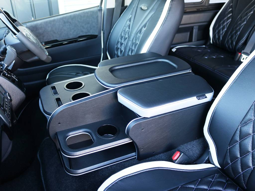 クラフトプラス センターコンソール St2!!アームレストや、大容量の収納を備えたセンターコンソール♪ | トヨタ ハイエース 2.7 GL ロング ミドルルーフ ヴォーグW4 フルエアロ