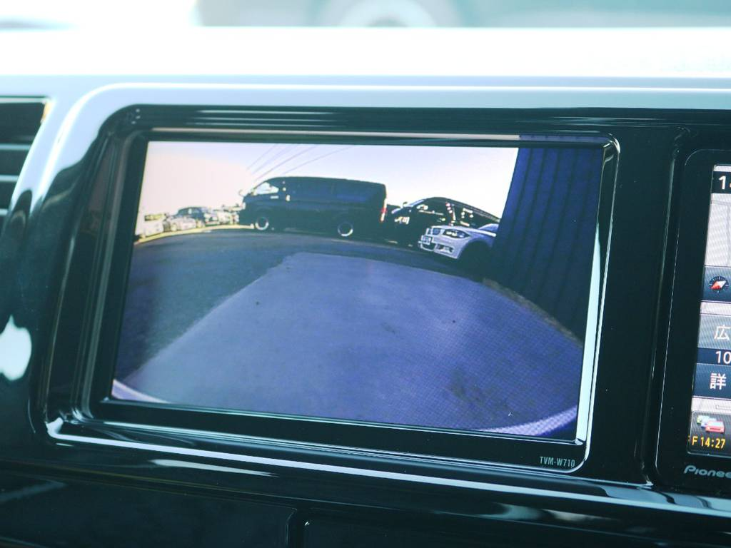 サブモニターには『フロントカメラ映像』『サイドカメラ映像』『TVやDVD画面』が映せるようになっております♪ | トヨタ ハイエース 2.7 GL ロング ミドルルーフ ヴォーグW4 フルエアロ