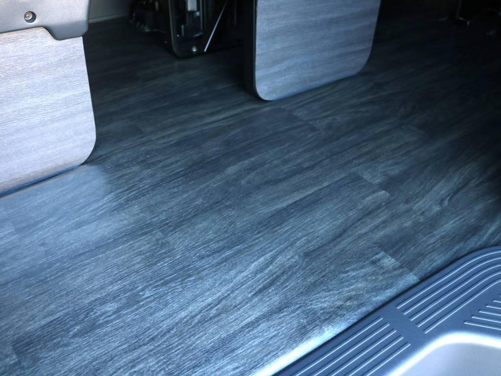 フロアは黒木目調重歩行フロア施工済み♪ | トヨタ ハイエース 2.7 GL ロング ミドルルーフ ヴォーグW4 フルエアロ