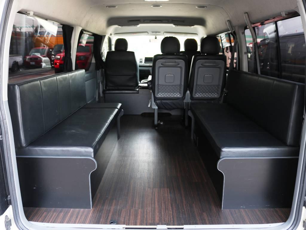 後部座席は使い勝手の良い二の字タイプ!左右のベンチシートに横向きで乗車可能です♪ | トヨタ ハイエース 2.7 GL ロング ミドルルーフ 2型 Joker フルエアロ