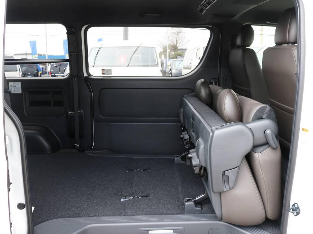 セカンドシートは折り畳みや、跳ね上げ収納が可能です! | トヨタ ハイエースバン 2.8 スーパーGL 50TH アニバーサリー リミテッド ロングボディ ディーゼルターボ 415コブラ カスタム