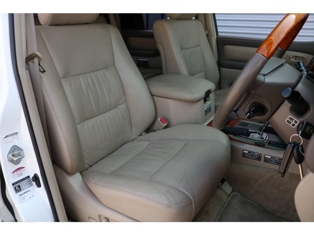 運転席シートは目立った汚れもなく綺麗に保たれております☆ | トヨタ ランドクルーザー100 4.7 VXリミテッド Gセレクション 4WD 最終型 本革シート マルチレス