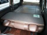 使い勝手の良い分割式ベッドキットを標準装備した、内装アレンジ【Ver4】!