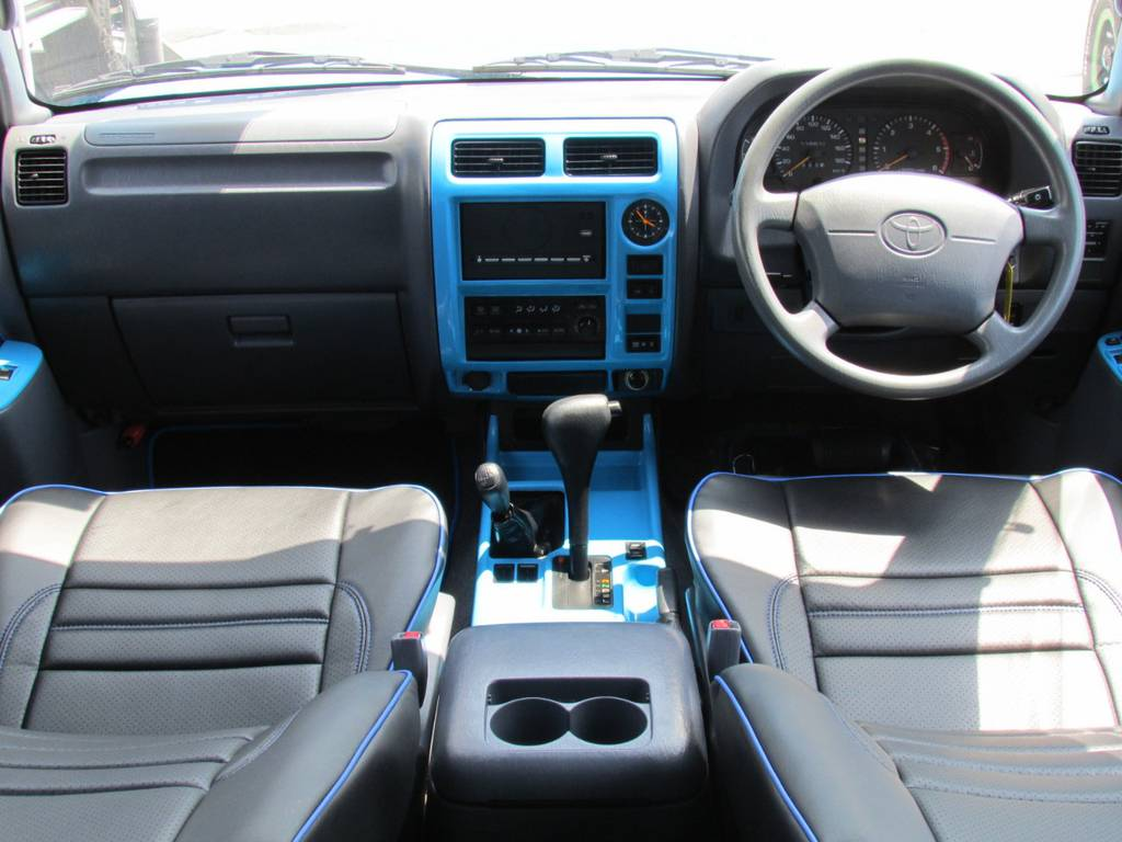 インパネもオリジナルカラーペイントで統一感があります! | トヨタ ランドクルーザープラド 3.0 TX ディーゼルターボ 4WD COLORBOMB