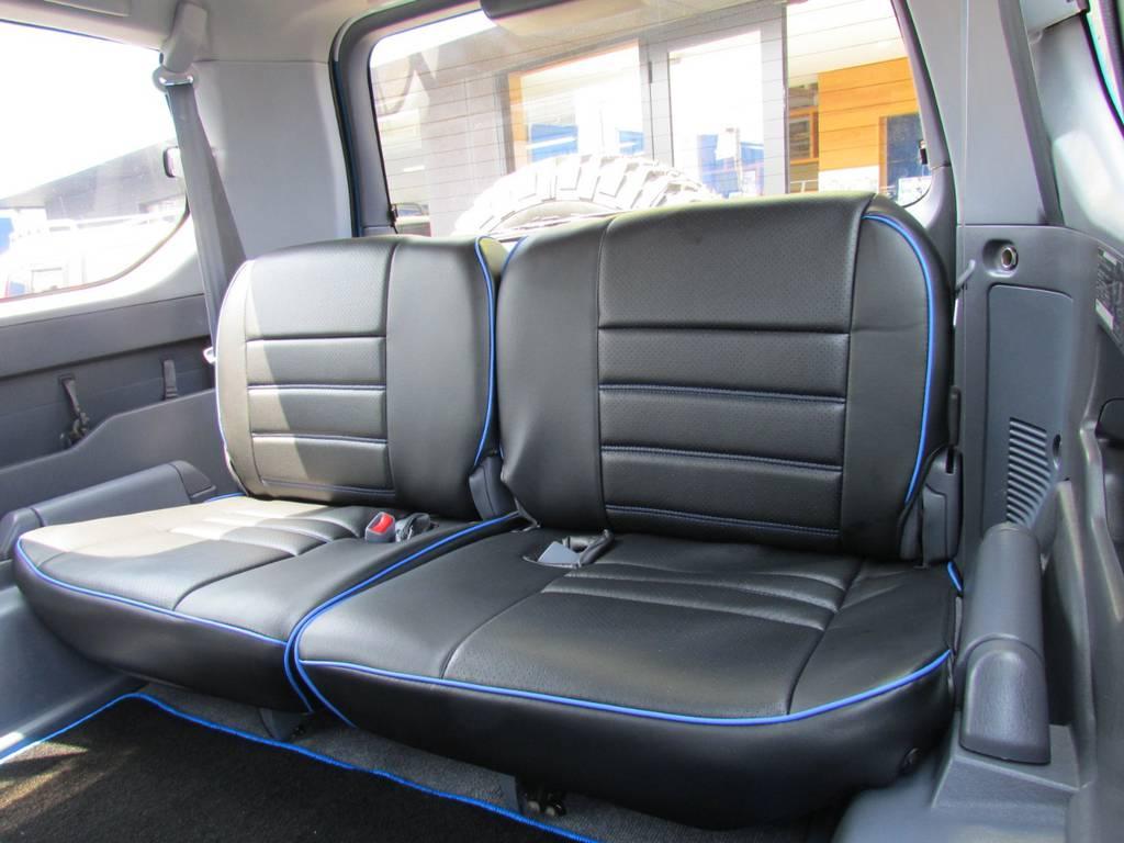 サードシートもバッチリ決まってます! | トヨタ ランドクルーザープラド 3.0 TX ディーゼルターボ 4WD COLORBOMB