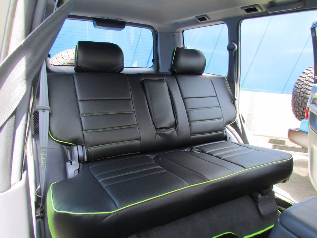 セカンドシートもきれいにシートカバーが入っています! | トヨタ ランドクルーザープラド 3.0 TZ ディーゼルターボ 4WD COLORBOMB