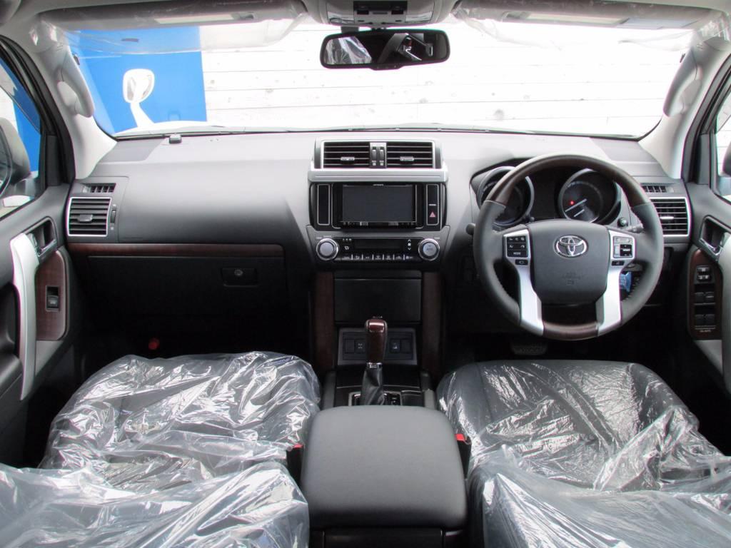 内装はウッドパーツを多数採用!!高級感漂いますよね! | トヨタ ランドクルーザープラド 2.8 TX Lパッケージ ディーゼルターボ 4WD 新車未登録 モデリスタエアロキット