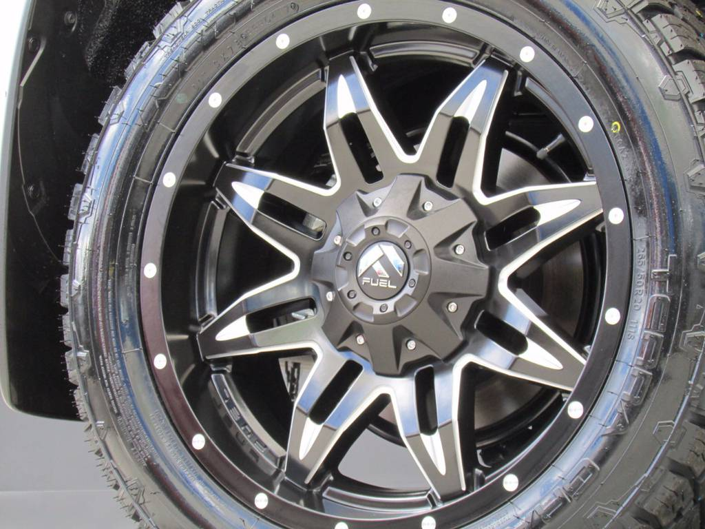 新品FUEL20インチホイールに新品タイヤの組み合わせ! | トヨタ ランドクルーザープラド 2.8 TX Lパッケージ ディーゼルターボ 4WD 新車未登録 モデリスタエアロキット
