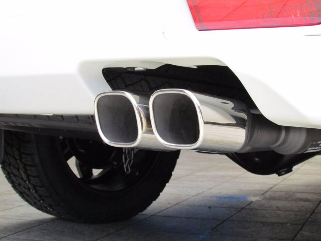 社外2本出しマフラーも新品装着です! | トヨタ ランドクルーザープラド 2.8 TX Lパッケージ ディーゼルターボ 4WD 新車未登録 モデリスタエアロキット