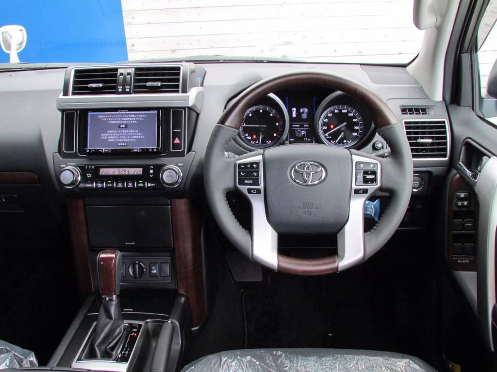 ウッドハンドルが高級感を漂わせます! | トヨタ ランドクルーザープラド 2.8 TX Lパッケージ ディーゼルターボ 4WD 新車未登録 モデリスタエアロキット