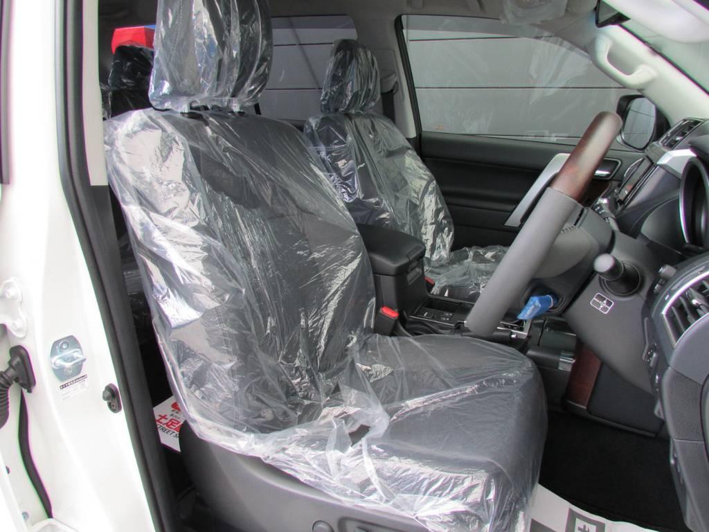 Lパッケージですのでシートも本革です! | トヨタ ランドクルーザープラド 2.8 TX Lパッケージ ディーゼルターボ 4WD 新車未登録 モデリスタエアロキット
