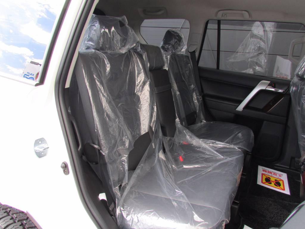 セカンドシートはまだ誰も座っておりません! | トヨタ ランドクルーザープラド 2.8 TX Lパッケージ ディーゼルターボ 4WD 新車未登録 モデリスタエアロキット