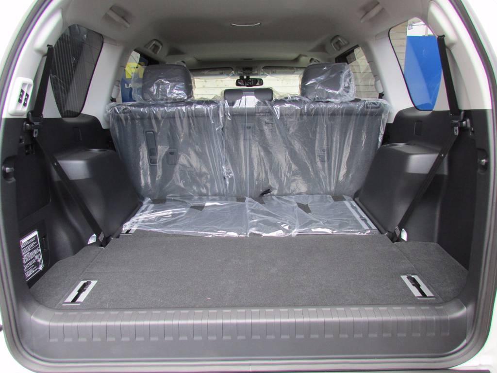 サードシートは床下に格納可能ですので使用しない時は荷物もたくさん積めますよ! | トヨタ ランドクルーザープラド 2.8 TX Lパッケージ ディーゼルターボ 4WD 新車未登録 モデリスタエアロキット