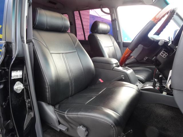 レザー調ブラックシートカバーも装着済み! | トヨタ ランドクルーザー80 4.5 VXリミテッド 4WD
