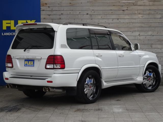 背面タイヤレスでリアビューもスッキリ!   トヨタ ランドクルーザー100 4.7 VXリミテッド 4WD