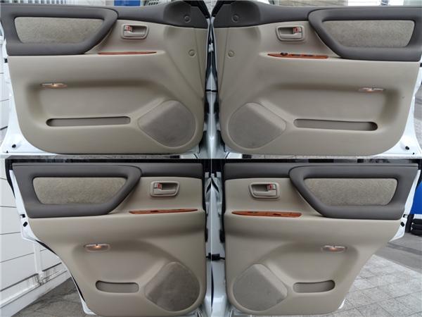 ドア内貼りもGOODコンディション!   トヨタ ランドクルーザー100 4.7 VXリミテッド 4WD