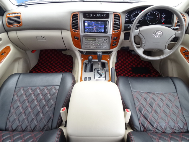 高級感漂うベージュ内装!   トヨタ ランドクルーザー100 4.7 VXリミテッド 4WD