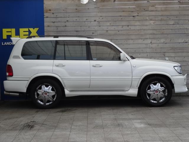 フロントリップスポイラー、リアスピイラー、サイドエアロステップも装備済み!   トヨタ ランドクルーザー100 4.7 VXリミテッド 4WD