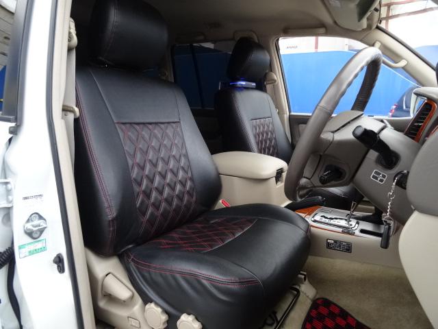 ブラックレザー調シートカバーもインストール済み!   トヨタ ランドクルーザー100 4.7 VXリミテッド 4WD