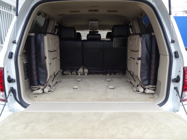 荷室も広々しておりますのでアウトドアなどでも大活躍!   トヨタ ランドクルーザー100 4.7 VXリミテッド 4WD