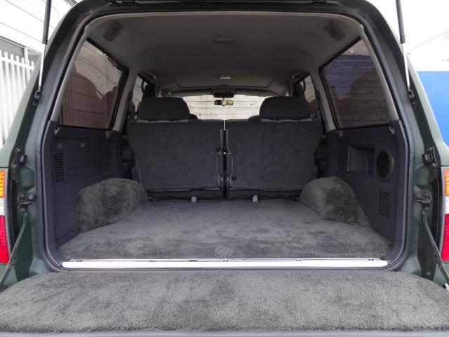 荷室は広々!キャンプ、アウトドアにもってこい! | トヨタ ランドクルーザー80 4.2 VX ディーゼルターボ 4WD