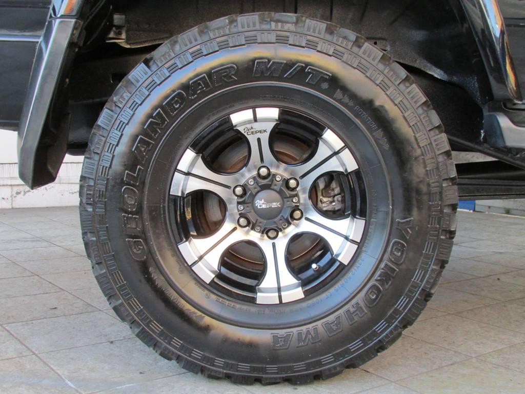 ディックシーペック15インチAWにヨコハマ ジオランダーMTタイヤの組み合わせです♪   トヨタ ランドクルーザープラド 3.0 SXワイド ディーゼルターボ 4WD カスタム