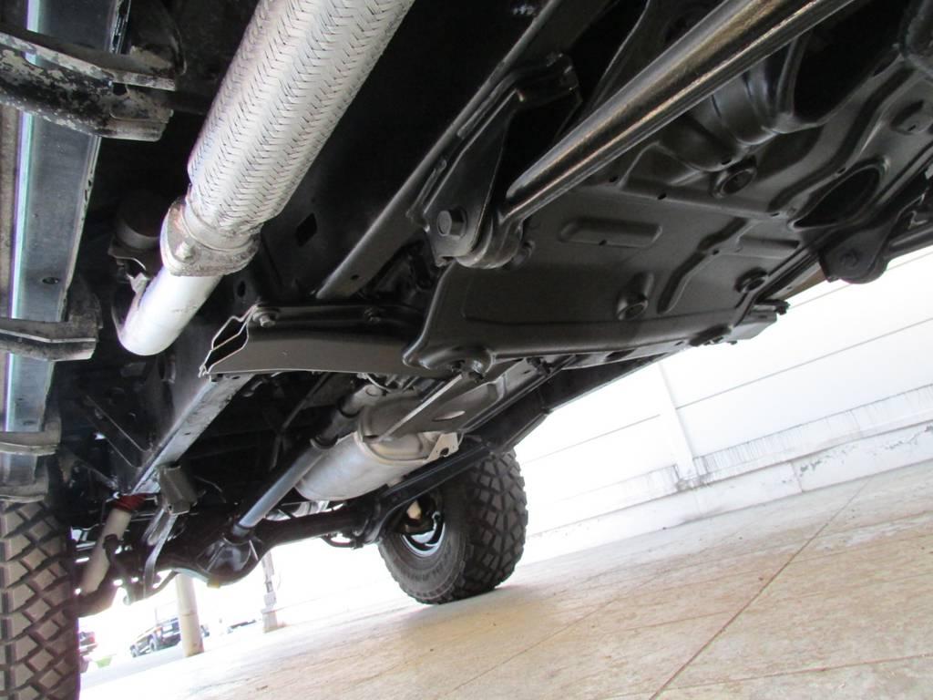 下廻りも綺麗な状態を保っております!   トヨタ ランドクルーザープラド 3.0 SXワイド ディーゼルターボ 4WD カスタム