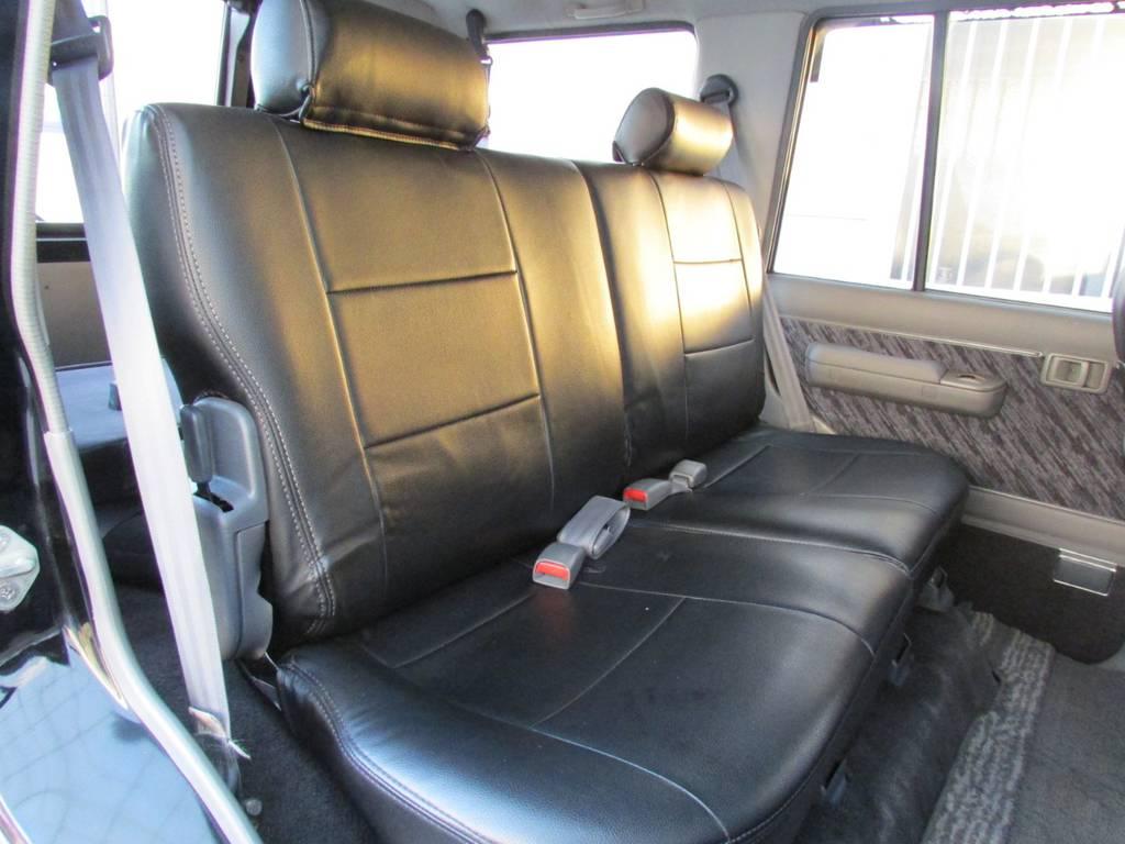 セカンドシートは前方に跳ね上げ可能ですのでラゲージスペースとしてもご利用頂けます!   トヨタ ランドクルーザープラド 3.0 SXワイド ディーゼルターボ 4WD カスタム