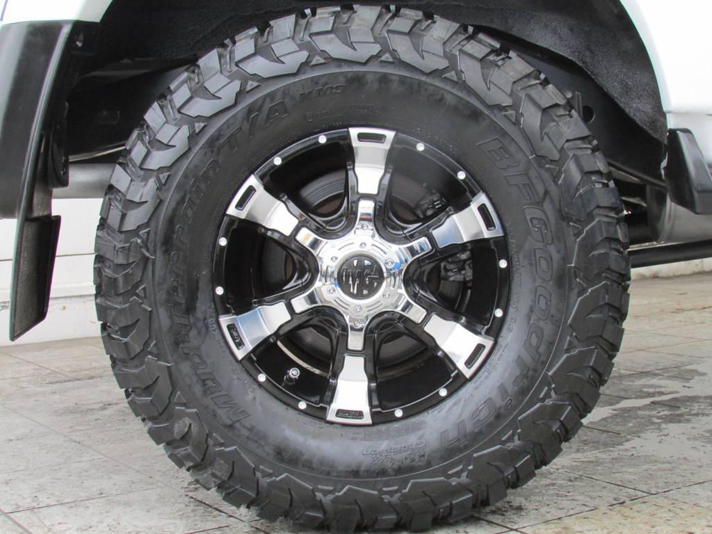 新品MGヴァンパイア16インチAWに新品BFグッドリッチMTタイヤ(285/75R16)の組み合わせ!