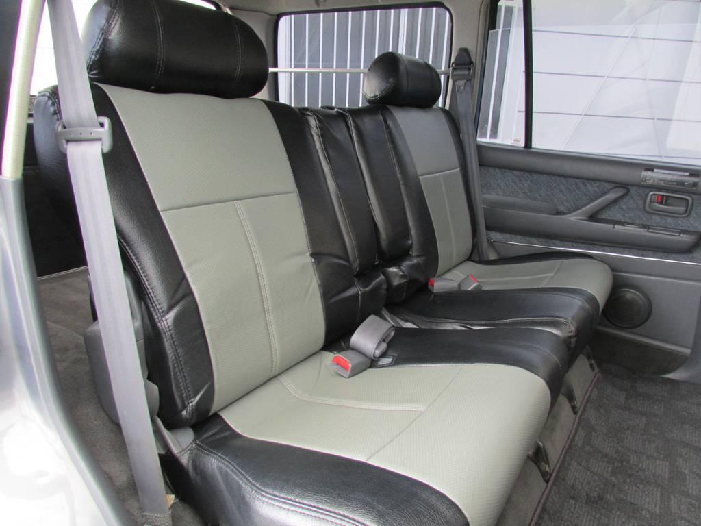広々したセカンドシート!チャイルドシートも装着可能です!   トヨタ ランドクルーザー80 4.2 VX ディーゼル 4WD カスタム