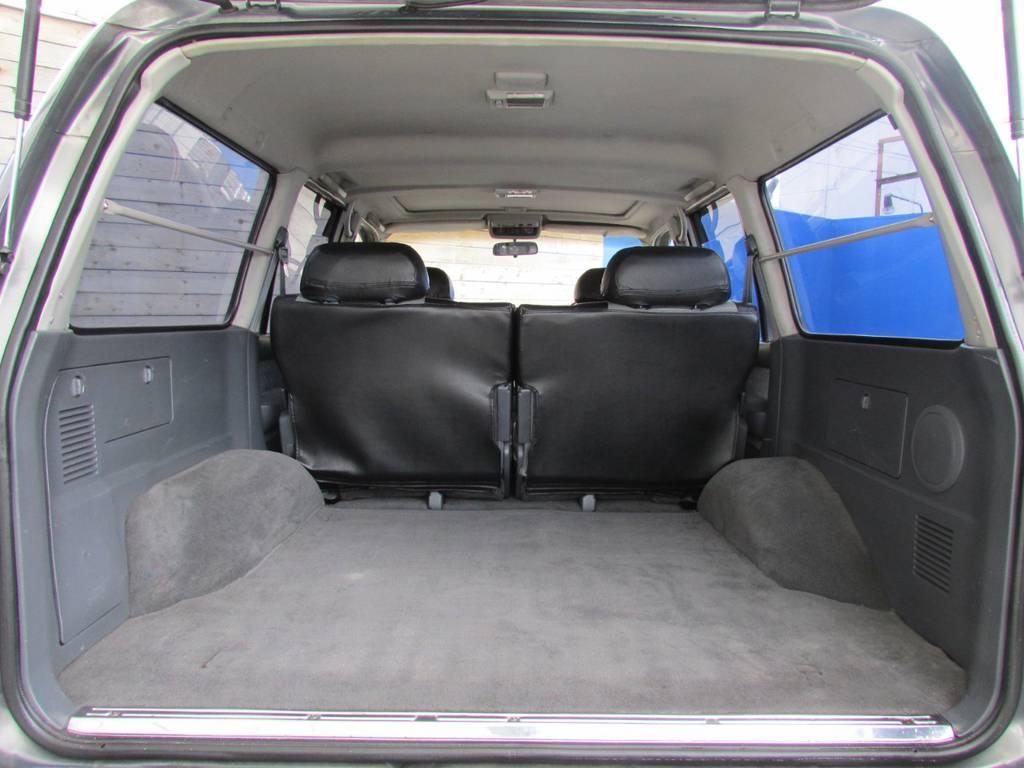 荷室も広々しておりますので、アウトドアなどにももってこいですよ♪   トヨタ ランドクルーザー80 4.2 VX ディーゼル 4WD カスタム