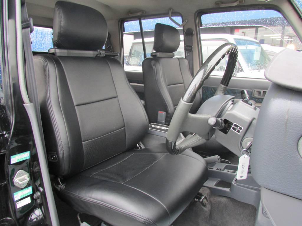 ブラックレザー調シートカバーもインストール済み! | トヨタ ランドクルーザープラド 3.0 SXワイド ディーゼルターボ 4WD