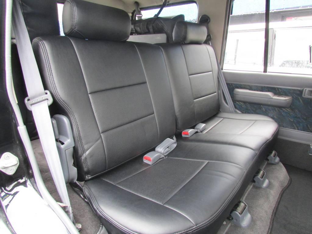 セカンドシートもGOODコンディション! | トヨタ ランドクルーザープラド 3.0 SXワイド ディーゼルターボ 4WD