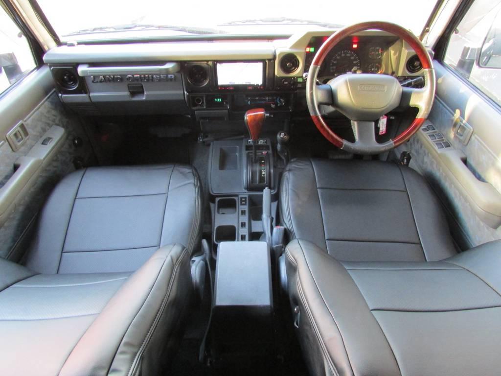 内装も程良くカスタマイズ済み! | トヨタ ランドクルーザー70 4.2 ZX ディーゼル 4WD