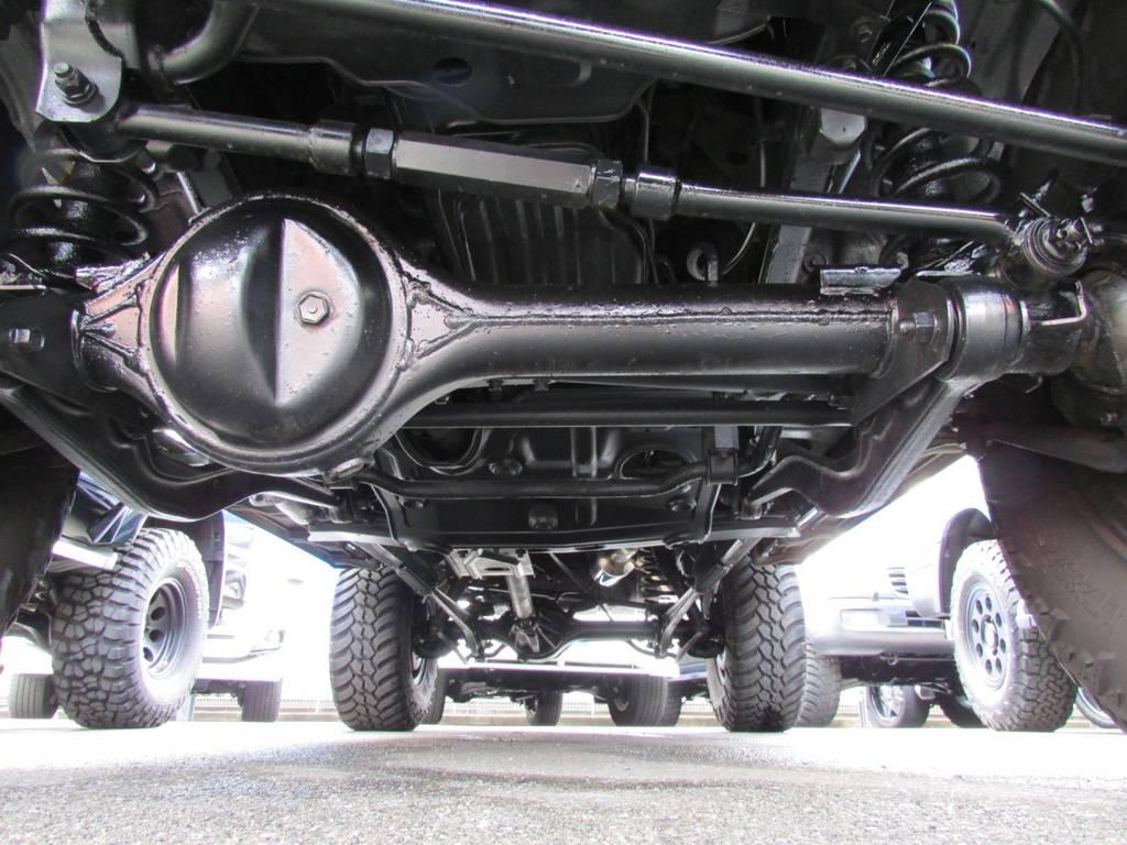 ラテラルロッドやスタビライザー延長ブロックなど補正パーツもバッチリ! | トヨタ ランドクルーザープラド 3.0 SXワイド ディーゼルターボ 4WD リフトアップ