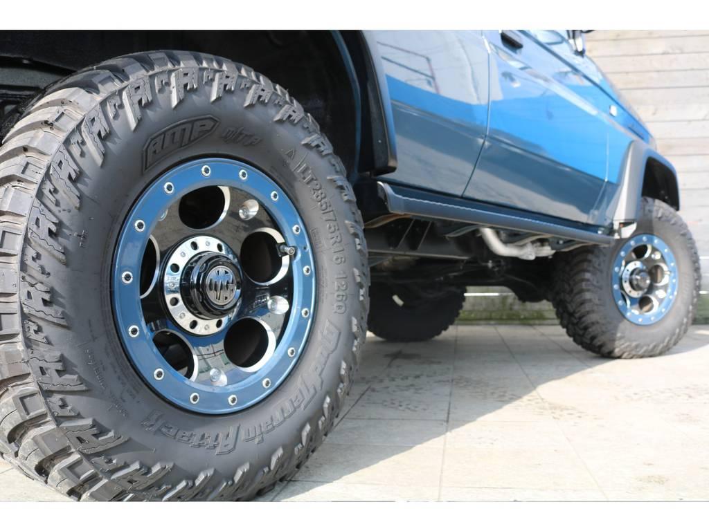 ボディー色に合わせてホイールのリングもペイント! | トヨタ ランドクルーザープラド 3.0 SXワイド ディーゼルターボ 4WD リフトアップ